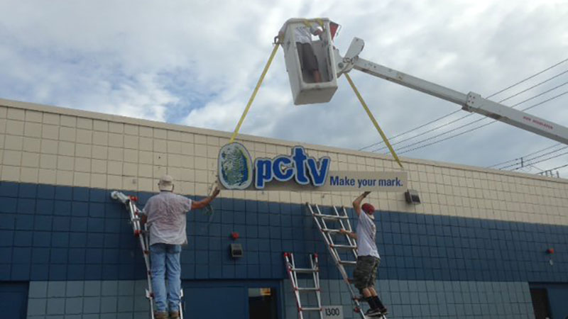 Sign Installation, Pittsburgh sign installation, commercial sign installation, professional sign installer, installation, Install, Install sign, Pittsburgh business sign, hanging signs, mounting signs, digitally printed signs, digitally printed graphics